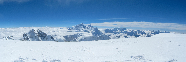 Panoraama Cho Oyun huipulta itään. Keskellä Everest.