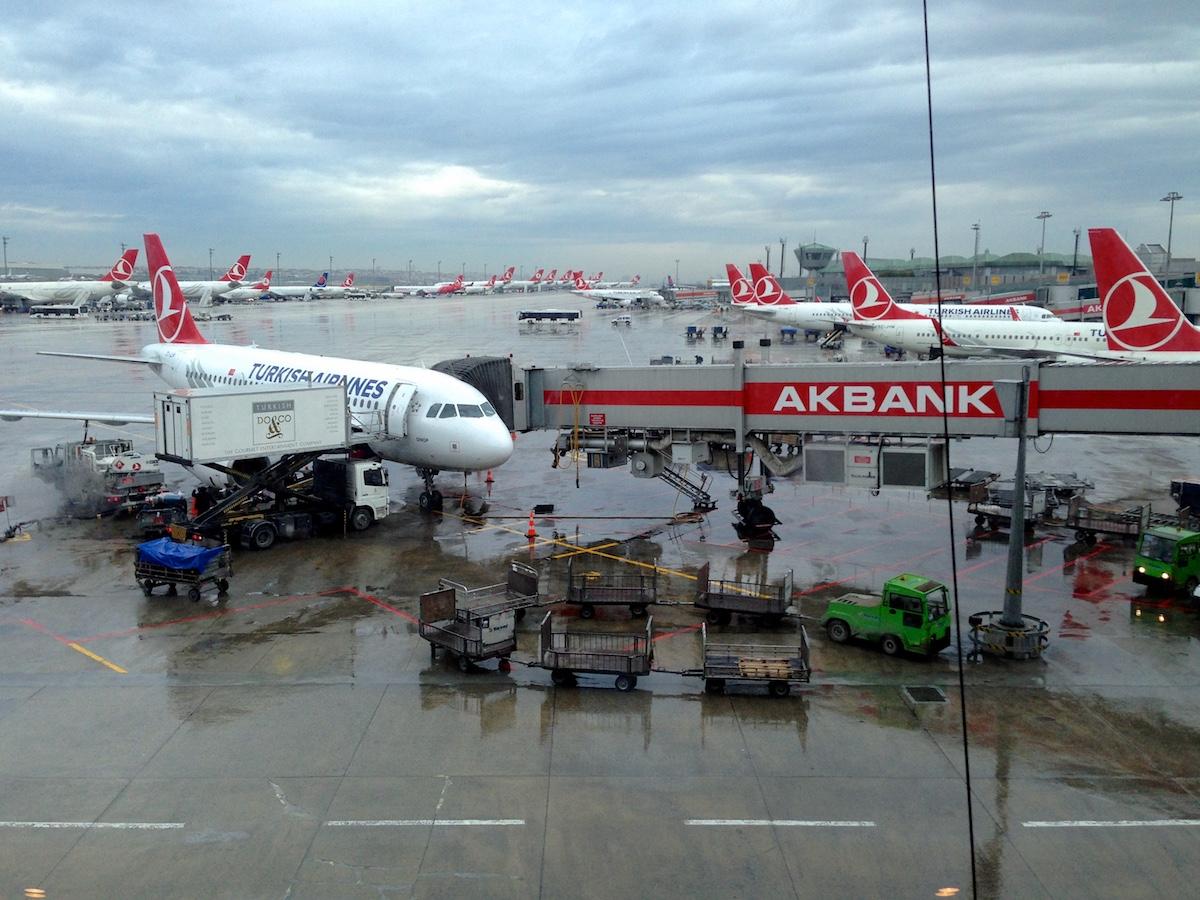 Turkin koneita Istanbulin kentällä