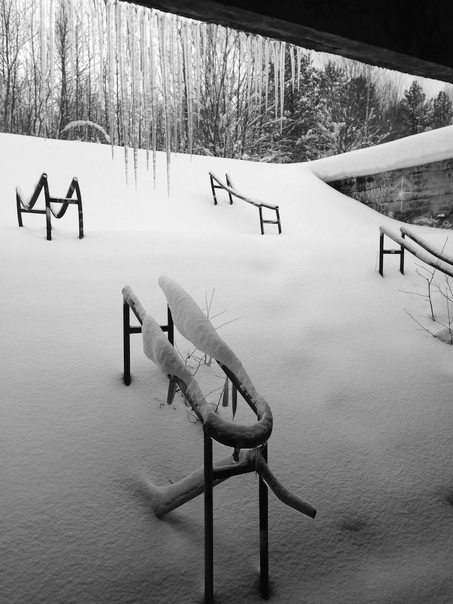 Lumiset portaat ja jääpuikot