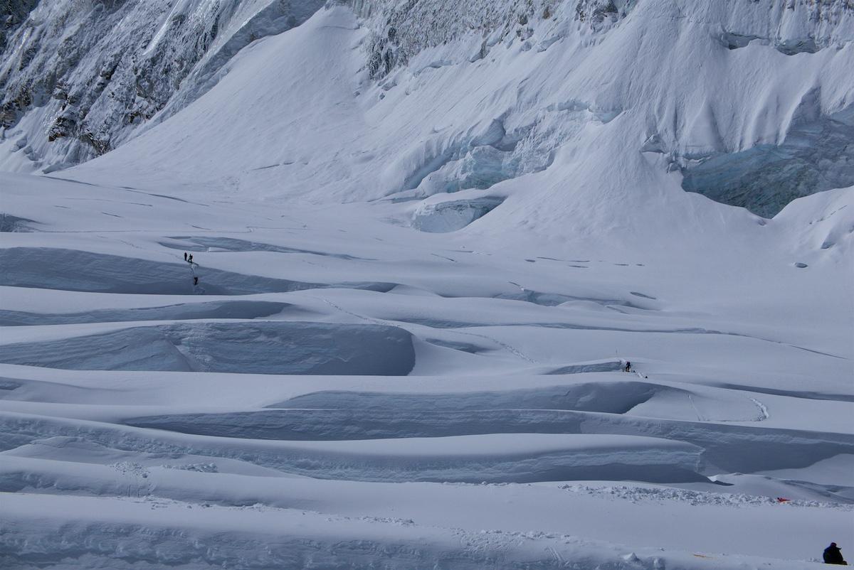 Kiipeilijät ylittävät railoja Läntisessä punssimaljassa
