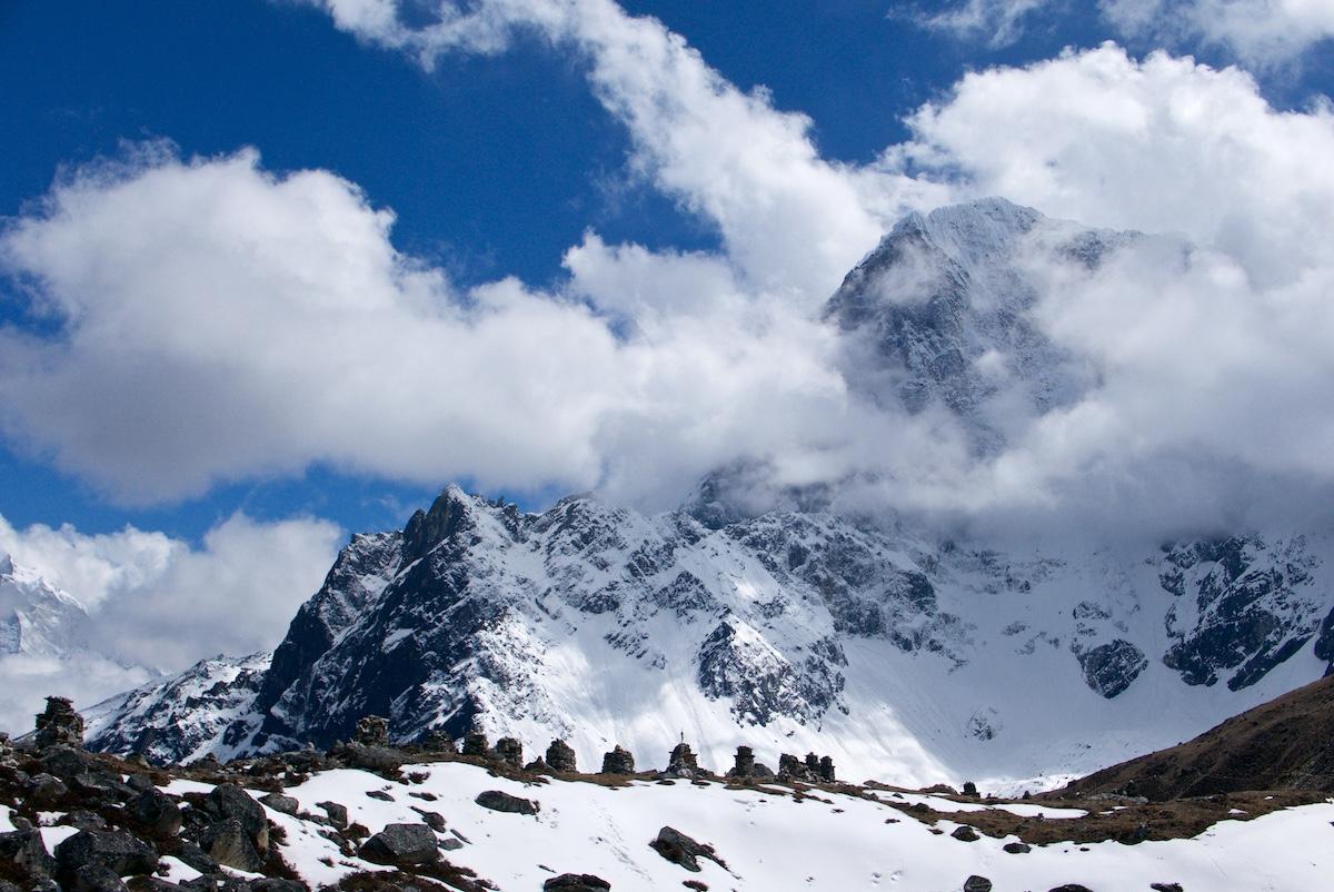 Taboche-vuori ja muistokivet