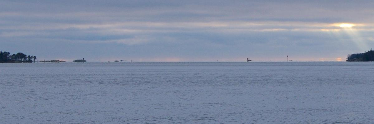 Kangastelevia saaria marraskuisella Suomenlahdella