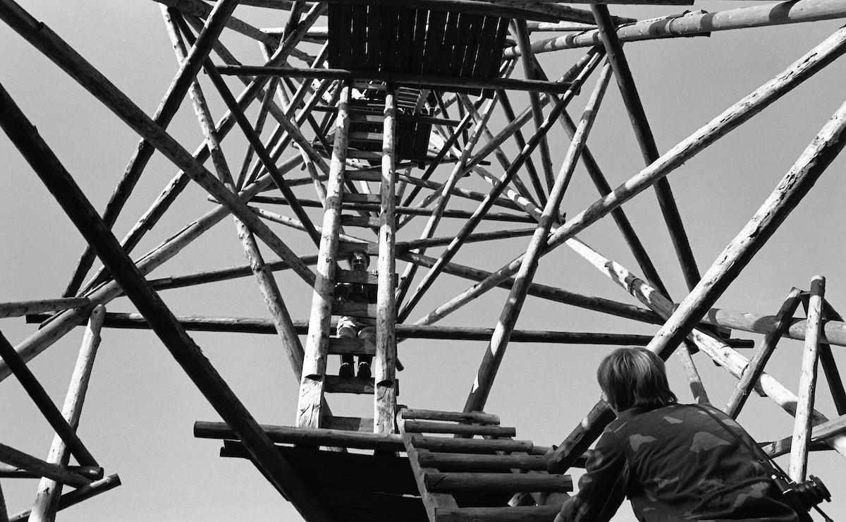 Kiivetään kolmiomittaustorniin.